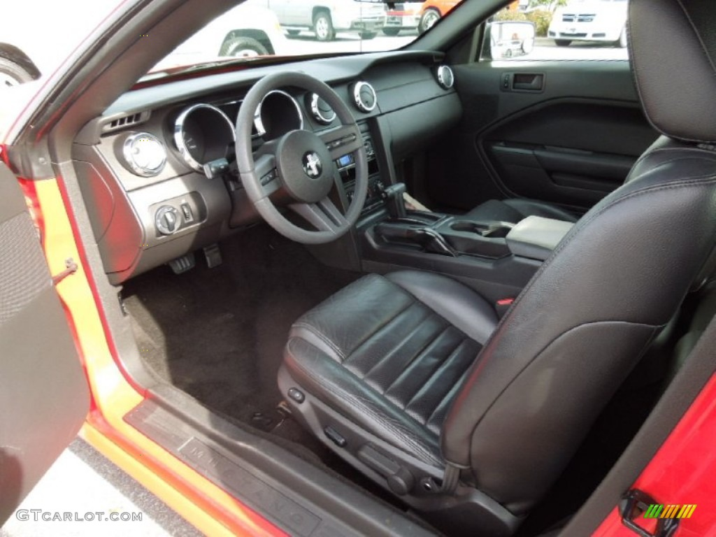 Dark Charcoal Interior 2005 Ford Mustang Gt Premium Coupe Photo 73576399