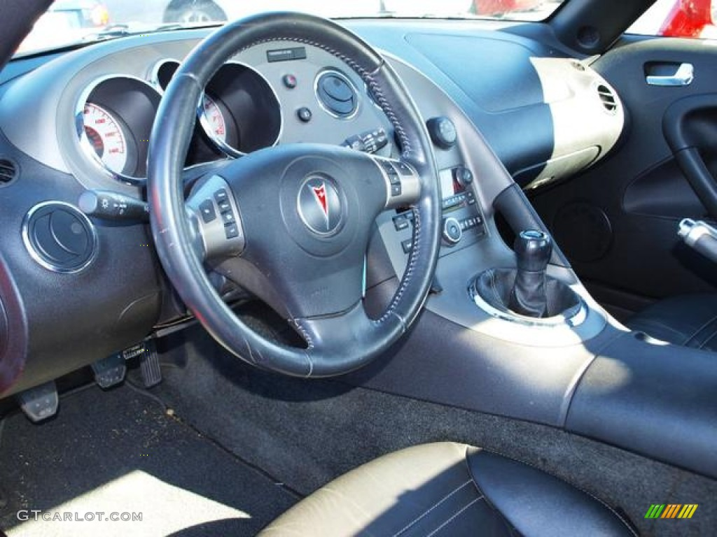 2006 Pontiac Solstice Roadster Ebony Dashboard Photo 73586847