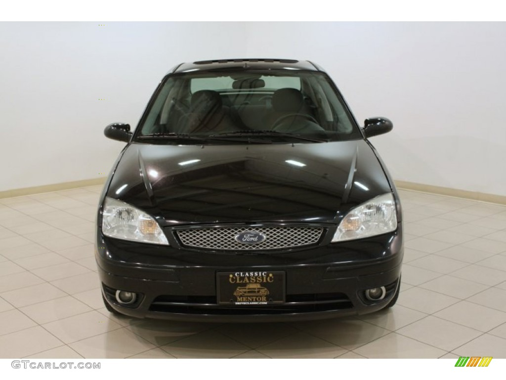2005 Focus ZX4 ST Sedan - Pitch Black / Charcoal/Red photo #2