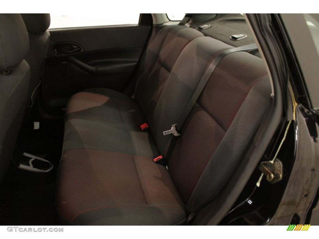 2005 Focus ZX4 ST Sedan - Pitch Black / Charcoal/Red photo #14
