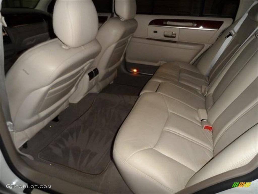 2004 lincoln town car ultimate l rear seat photo 73876862. Black Bedroom Furniture Sets. Home Design Ideas