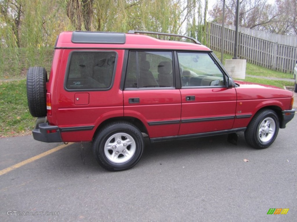 Rutland Red Land Rover Discovery Le