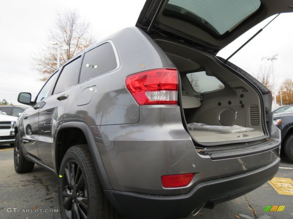 2013 mineral gray metallic jeep grand cherokee altitude 74039572 photo 10 car. Black Bedroom Furniture Sets. Home Design Ideas