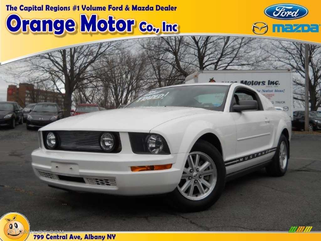 2006 Mustang V6 Deluxe Coupe - Performance White / Dark Charcoal photo #1