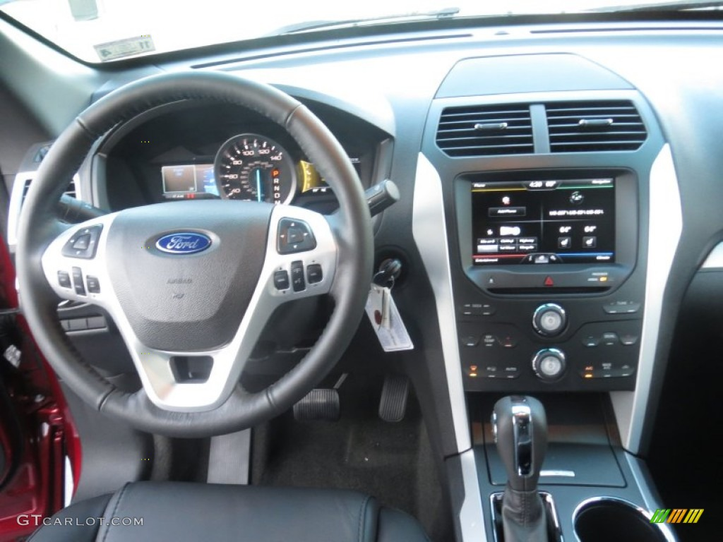 2013 Ford Explorer Xlt Charcoal Black Dashboard Photo