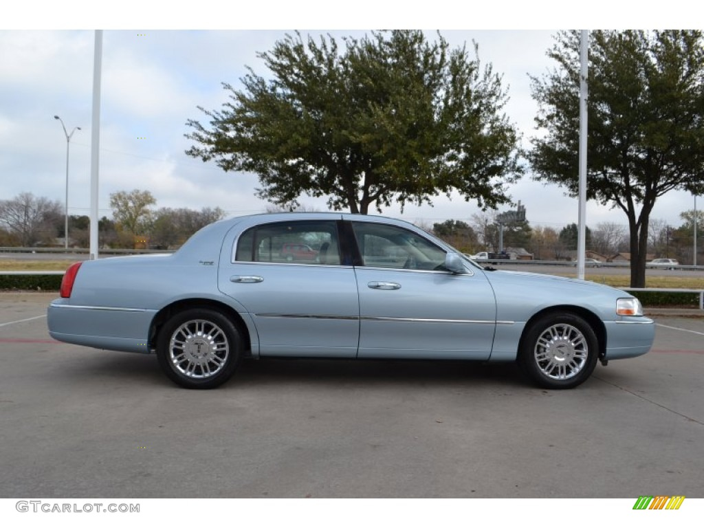 light ice blue metallic 2008 lincoln town car signature limited exterior photo 74492474. Black Bedroom Furniture Sets. Home Design Ideas