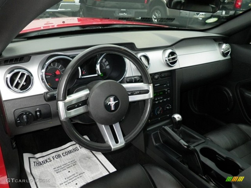2006 Ford Mustang GT Premium Coupe Dashboard Photos