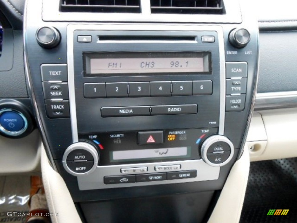 2012 Toyota Camry Hybrid Le Controls Photo 74901850