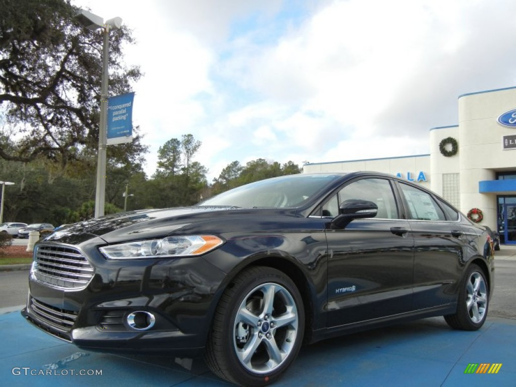 2013 Fusion Hybrid SE - Tuxedo Black Metallic / Charcoal Black photo #1