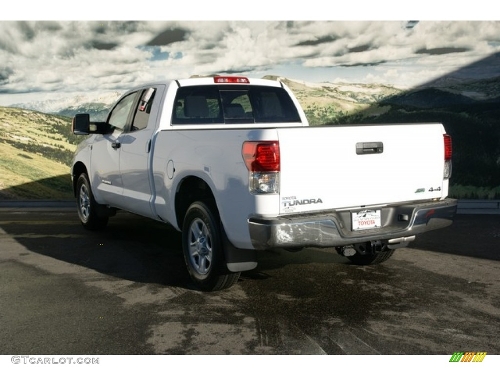 2013 Tundra Double Cab 4x4 - Super White / Graphite photo #2