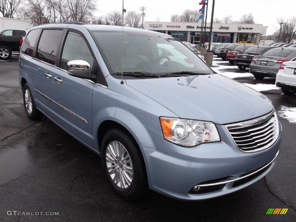 Watch likewise Watch as well CHRYSLER Car Radio Wiring Connector in addition 2007 Honda Odyssey 4 Dr EX L Pictures T27132 pi36200615 together with Watch. on 2004 chrysler town country touring