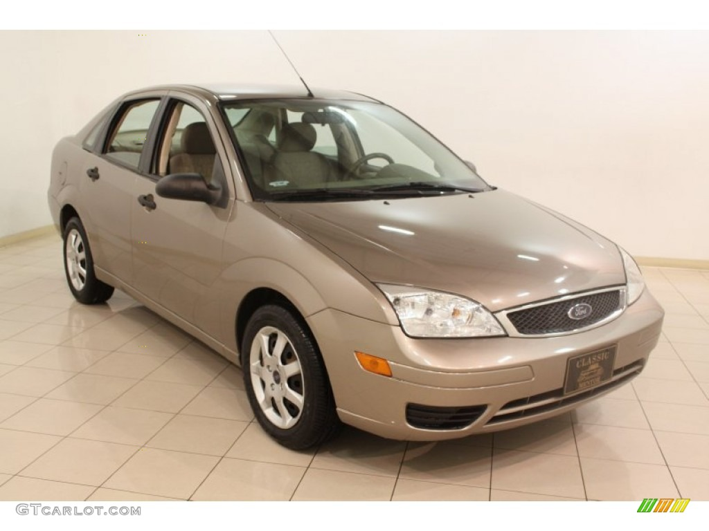 2005 focus zx4 s sedan arizona beige metallic dark pebble light pebble photo