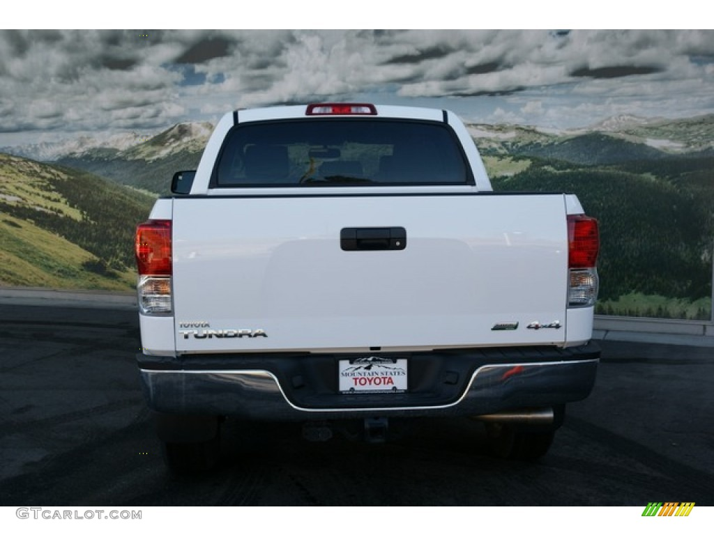 2013 Tundra CrewMax 4x4 - Super White / Graphite photo #4
