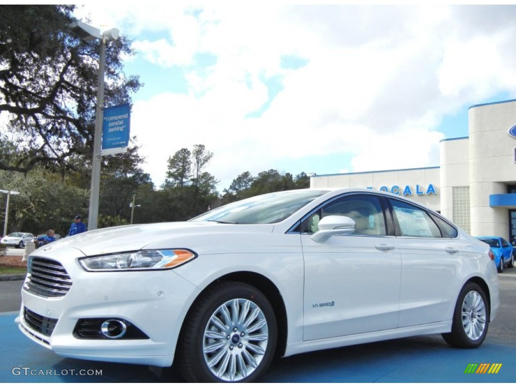 2013 Fusion Hybrid SE - Oxford White / Dune photo #1
