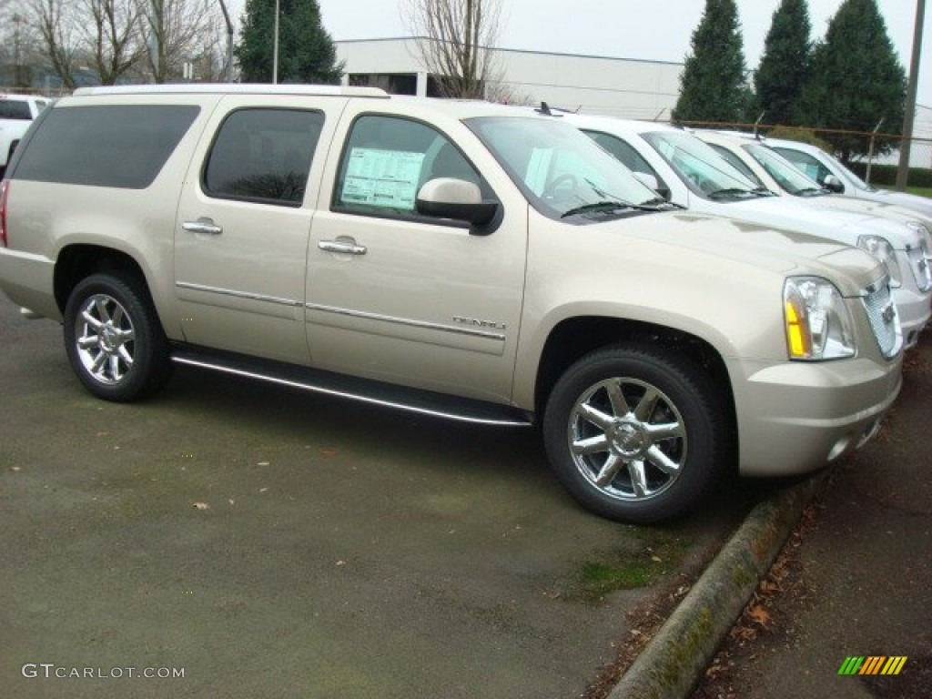 2013 champagne silver metallic gmc yukon xl denali awd 75881030 car color. Black Bedroom Furniture Sets. Home Design Ideas