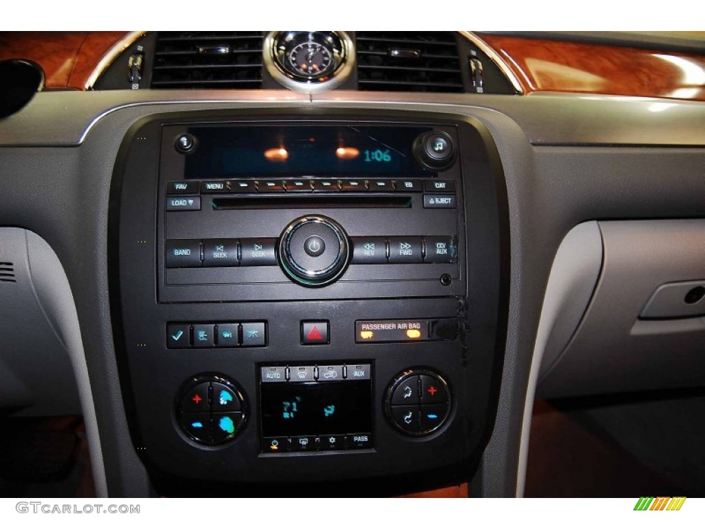 2008 Buick Enclave CX Controls Photos