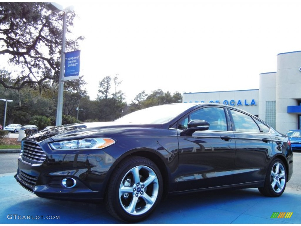 2013 Fusion SE 1.6 EcoBoost - Tuxedo Black Metallic / SE Appearance Package Charcoal Black/Red Stitching photo #1