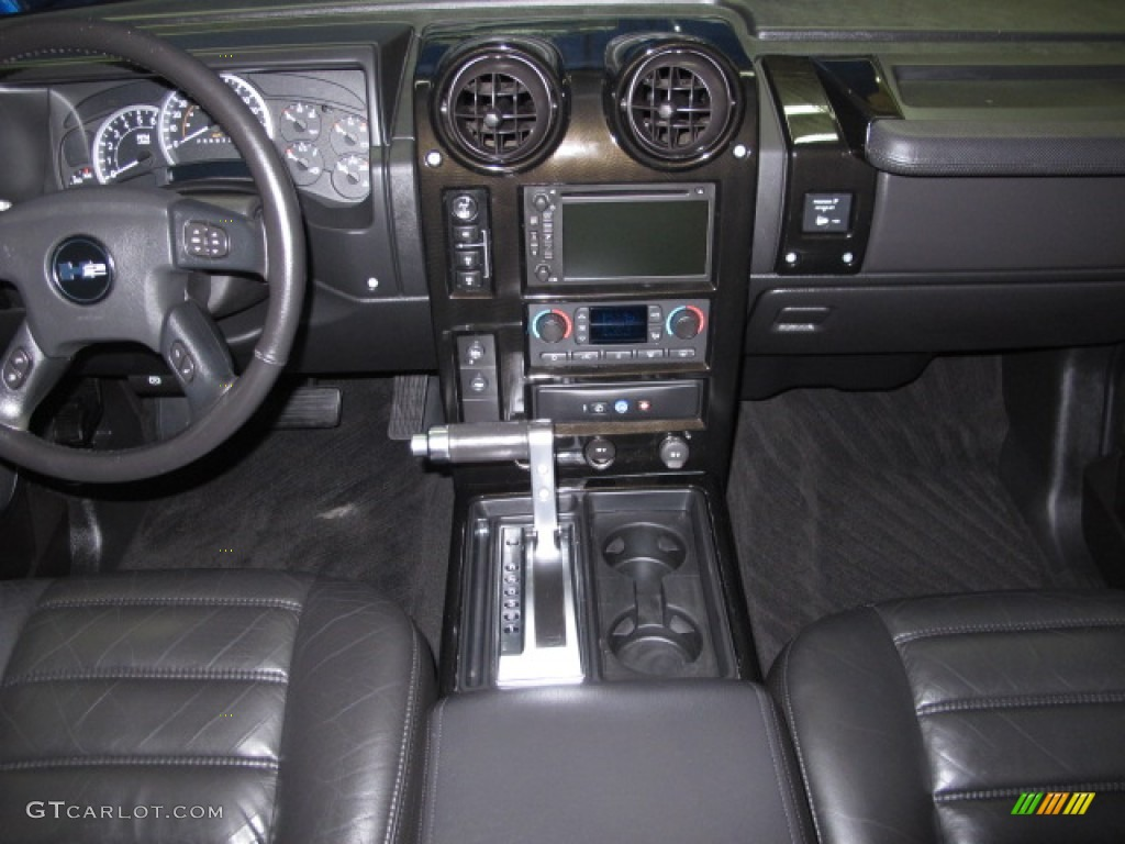 2006 Hummer H2 SUV Dashboard Photos