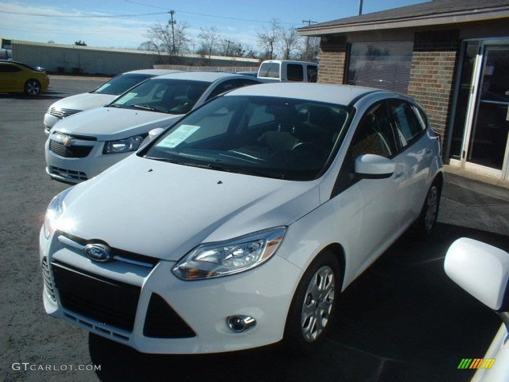 2012 Focus SE 5-Door - Oxford White / Charcoal Black photo #1