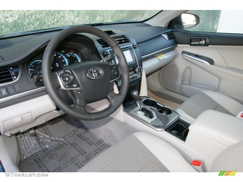 light gray interior 2013 toyota camry hybrid xle photo