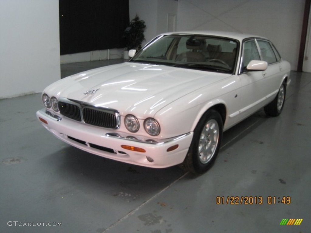 White onyx 2001 jaguar xj xj8 exterior photo 76229668 for Jaguar xj exterior