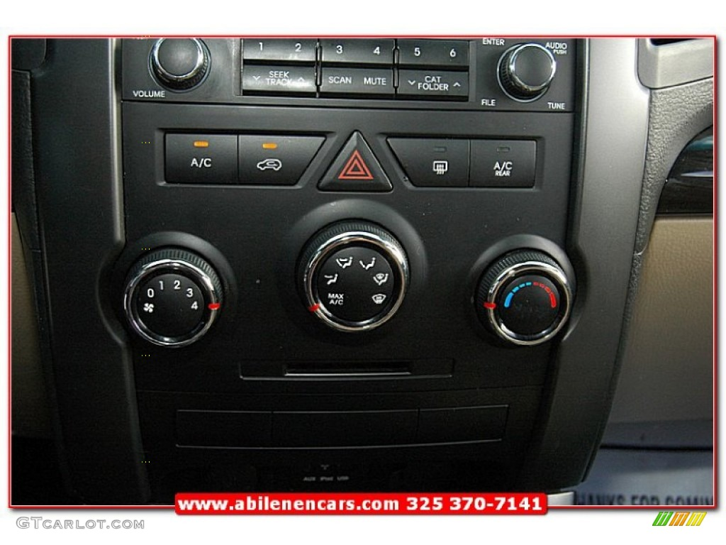 2011 Sorento LX V6 - Spicy Red / Beige photo #33