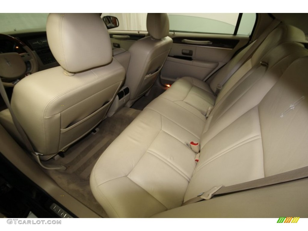 2009 lincoln town car signature limited rear seat photo 76605034. Black Bedroom Furniture Sets. Home Design Ideas