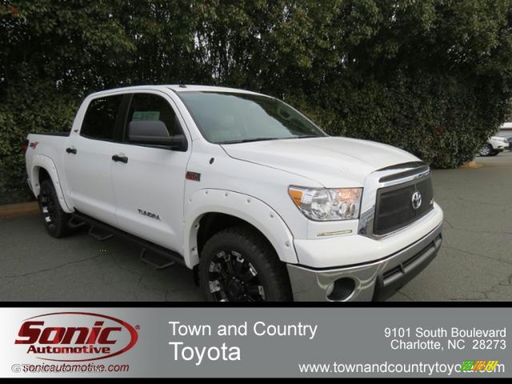 2013 Tundra CrewMax 4x4 - Super White / Sand Beige photo #1