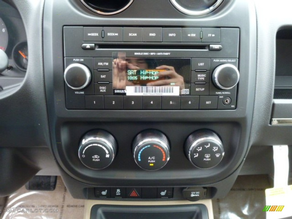 2013 Jeep Compass Latitude 4x4 Controls Photos  GTCarLotcom