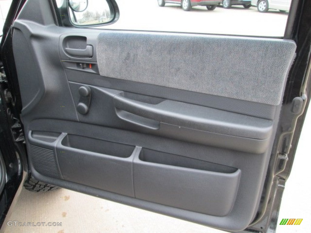 2004 Dakota Sport Regular Cab 4x4 - Black / Dark Slate Gray photo #23