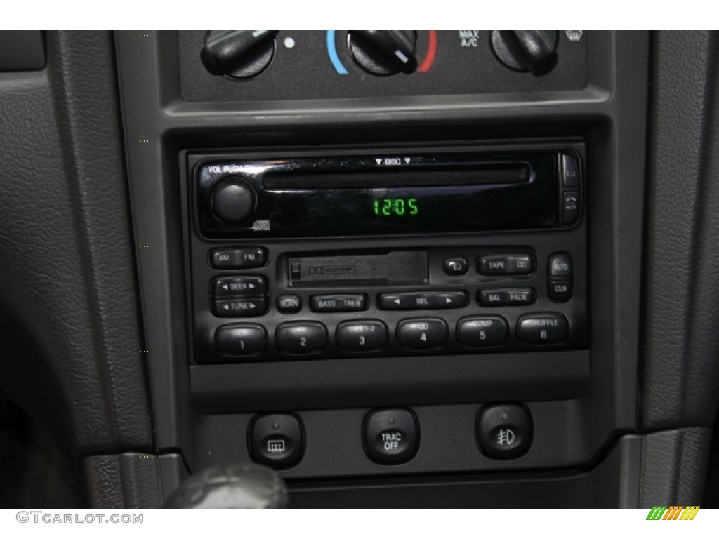 2002 Ford Mustang GT Coupe Audio System Photos