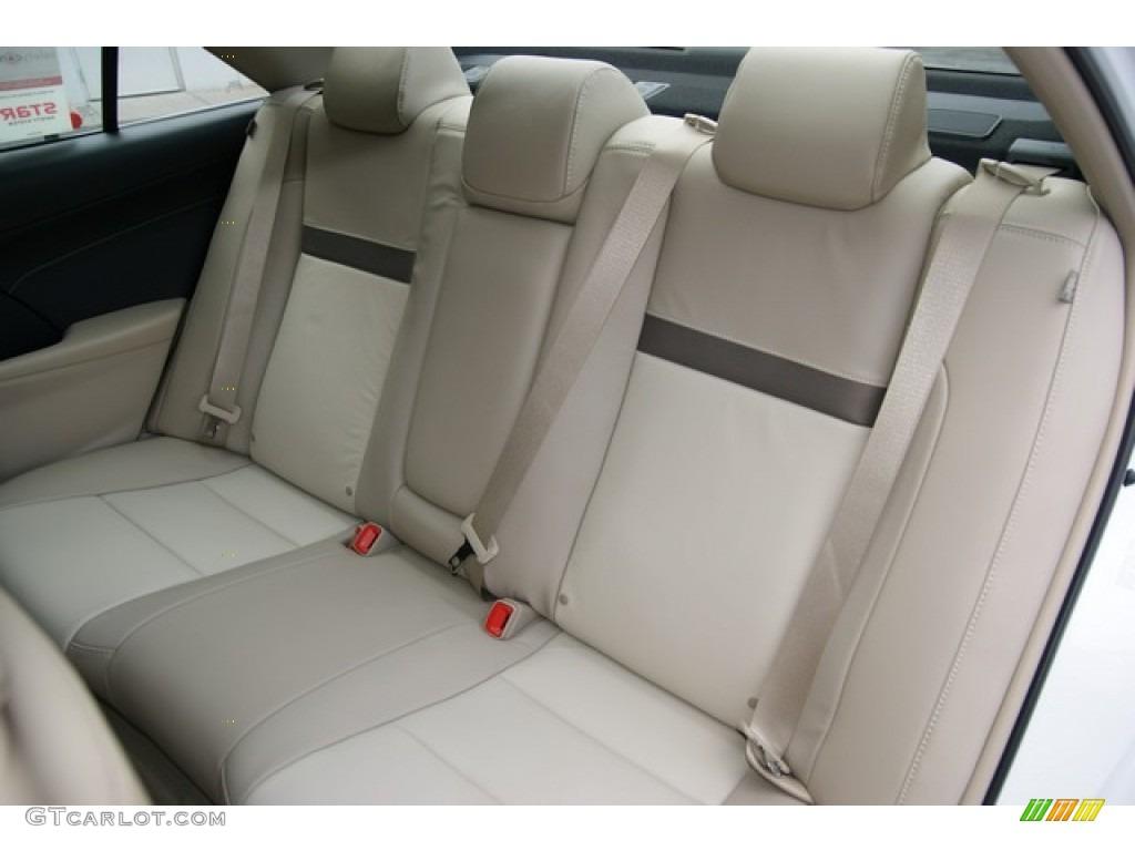 Ivory Interior 2013 Toyota Camry Xle V6 Photo 77338998