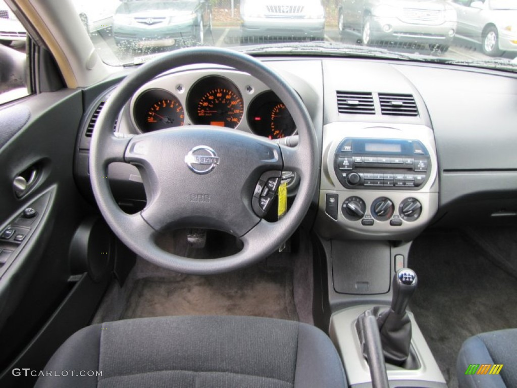 Beautiful 2003 Nissan Altima 2.5 S Charcoal Dashboard Photo #77448384