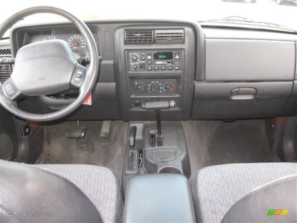 2000 Jeep Cherokee Sport 4x4 Agate Black Dashboard Photo