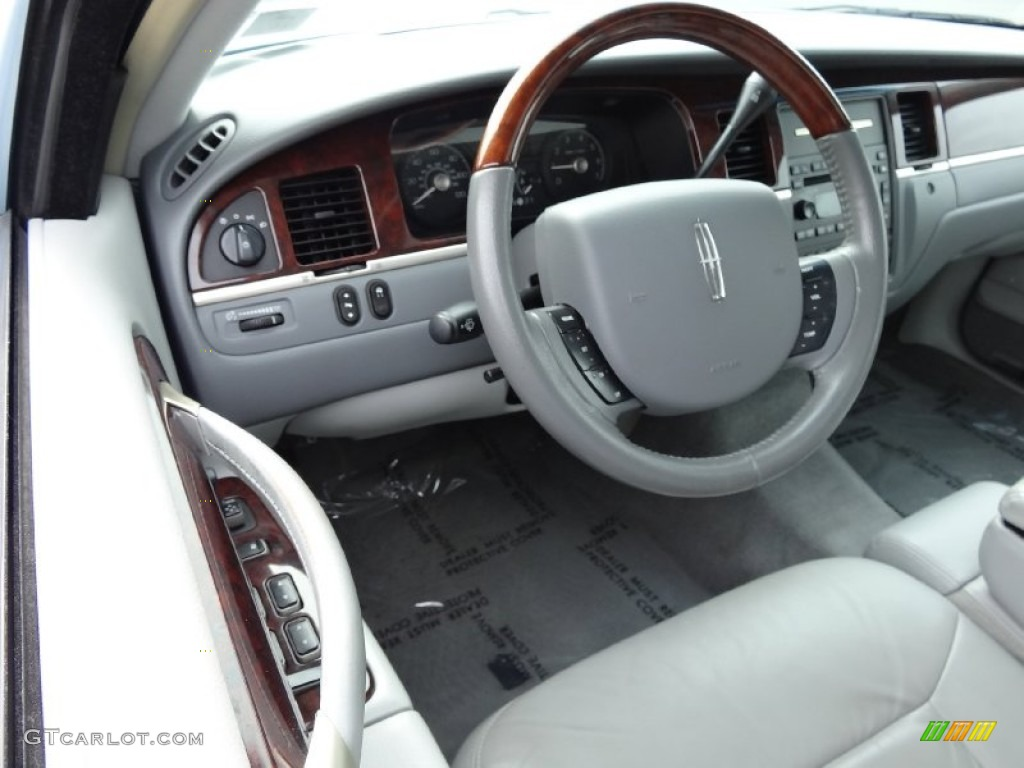 medium light stone interior 2007 lincoln town car signature limited photo 77713915. Black Bedroom Furniture Sets. Home Design Ideas