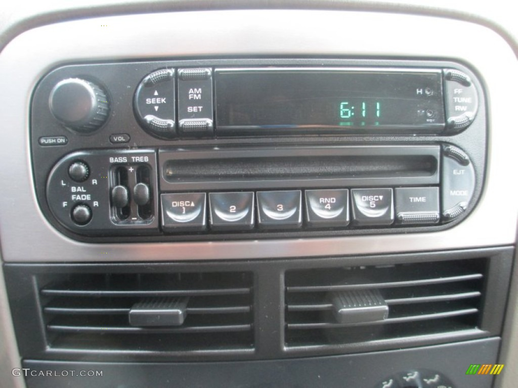 2004 jeep grand cherokee laredo 4x4 audio system photos. Black Bedroom Furniture Sets. Home Design Ideas