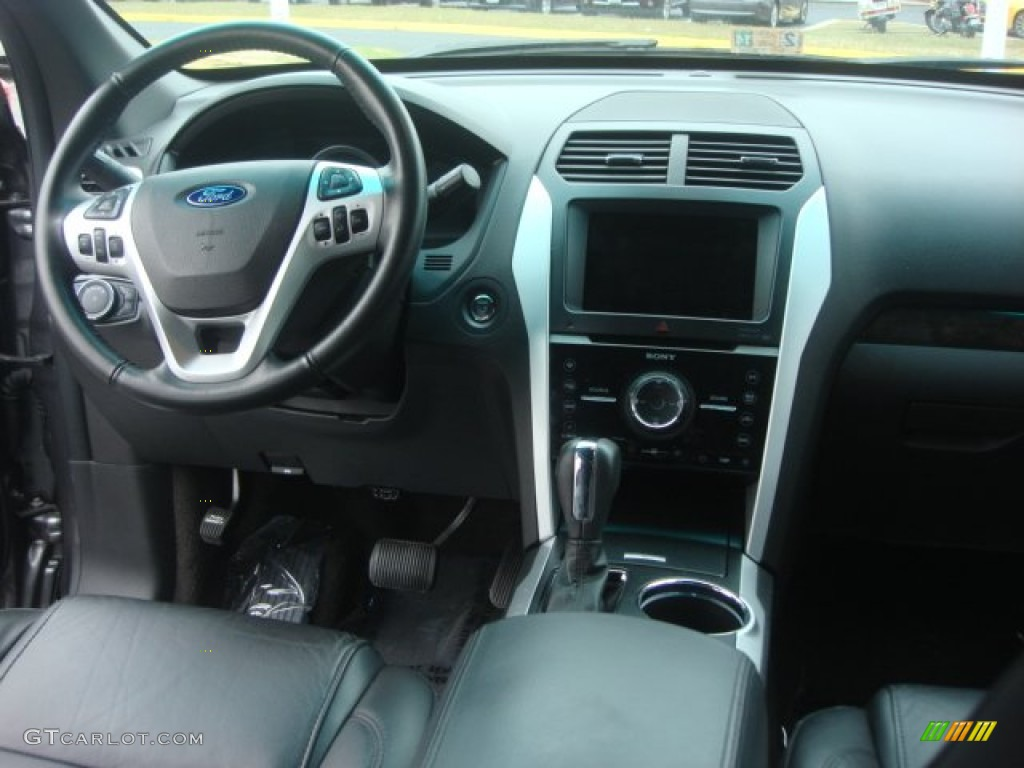 2013 Ford Explorer Limited 4WD Dashboard Photos