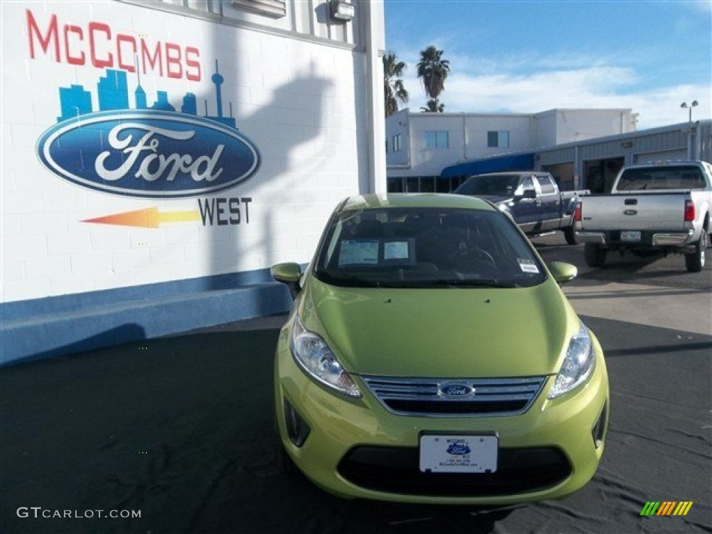 2013 Fiesta SE Sedan - Lime Squeeze / Charcoal Black photo #1