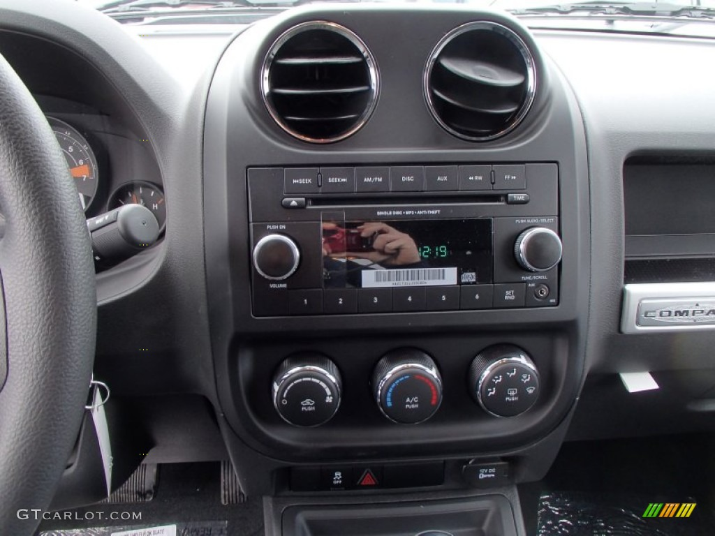 2014 jeep compass sport 4x4 controls photo 78127188. Black Bedroom Furniture Sets. Home Design Ideas
