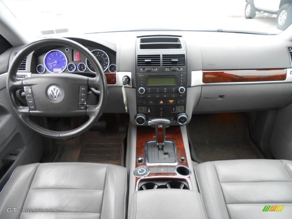 2004 Volkswagen Touareg V6 Dashboard Photos