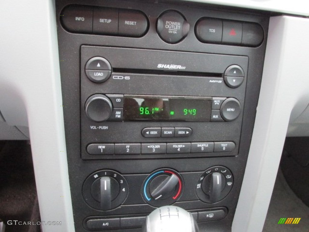 2006 Ford Mustang GT Premium Coupe Controls Photo #78270322
