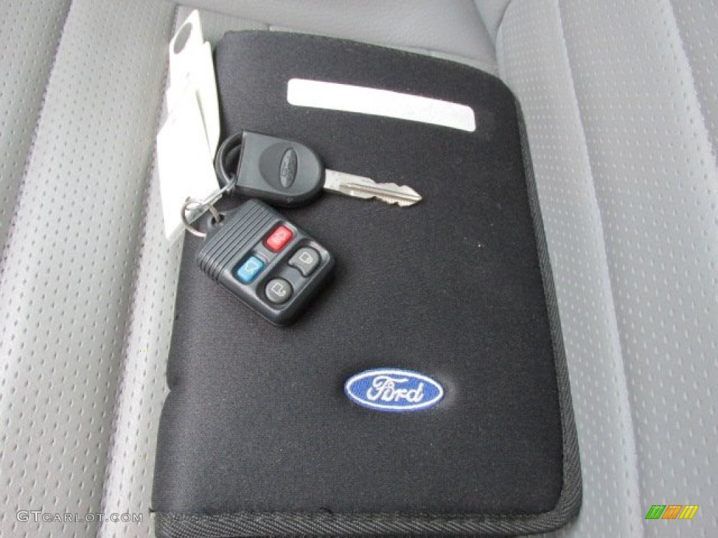 2006 Ford Mustang GT Premium Coupe Keys Photo #78270427