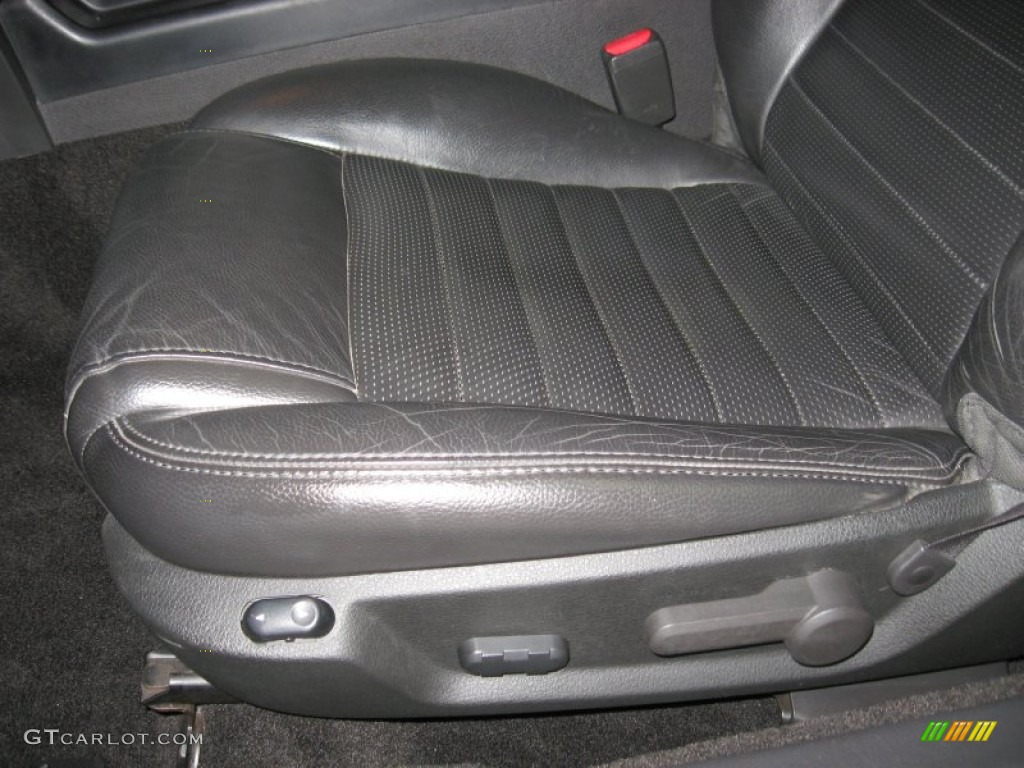 Dark Charcoal Interior 2006 Ford Mustang GT Premium Coupe Photo #78296830