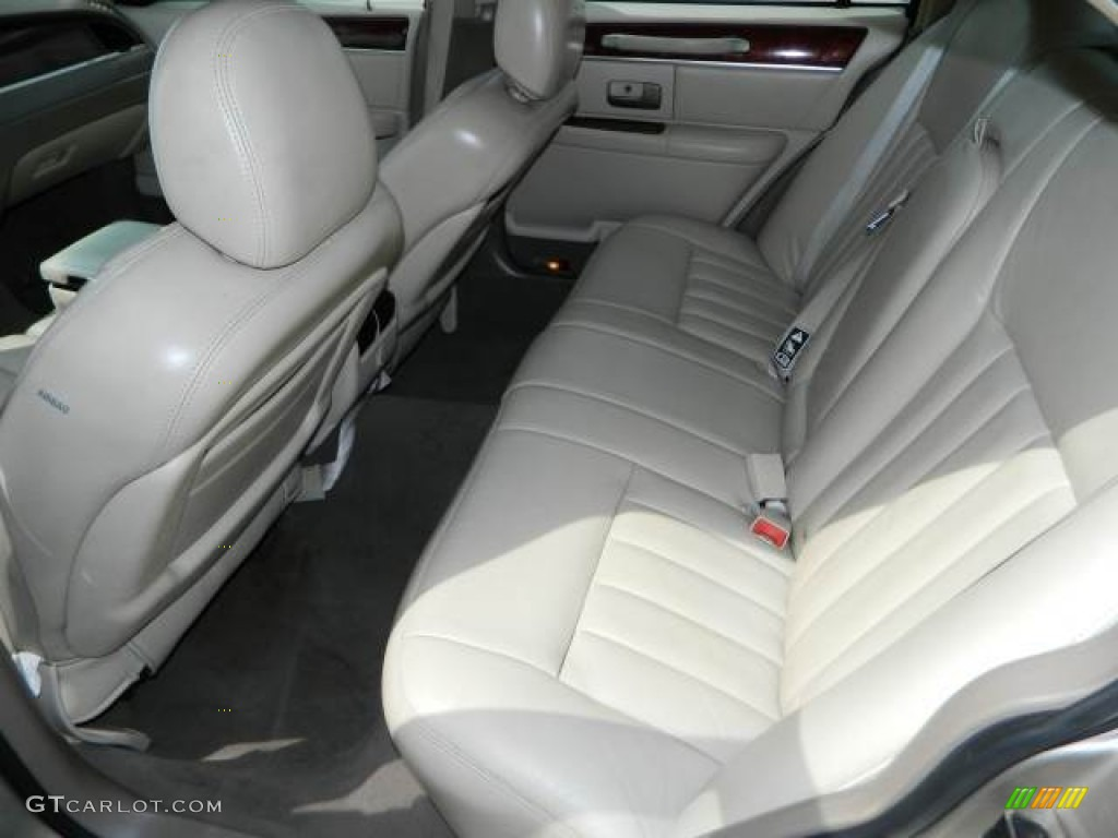 2003 lincoln town car signature rear seat photo 78419779. Black Bedroom Furniture Sets. Home Design Ideas