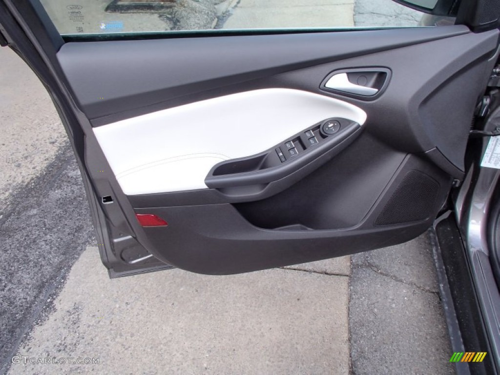 2013 ford focus titanium sedan door panel photos for 2001 ford focus window motor
