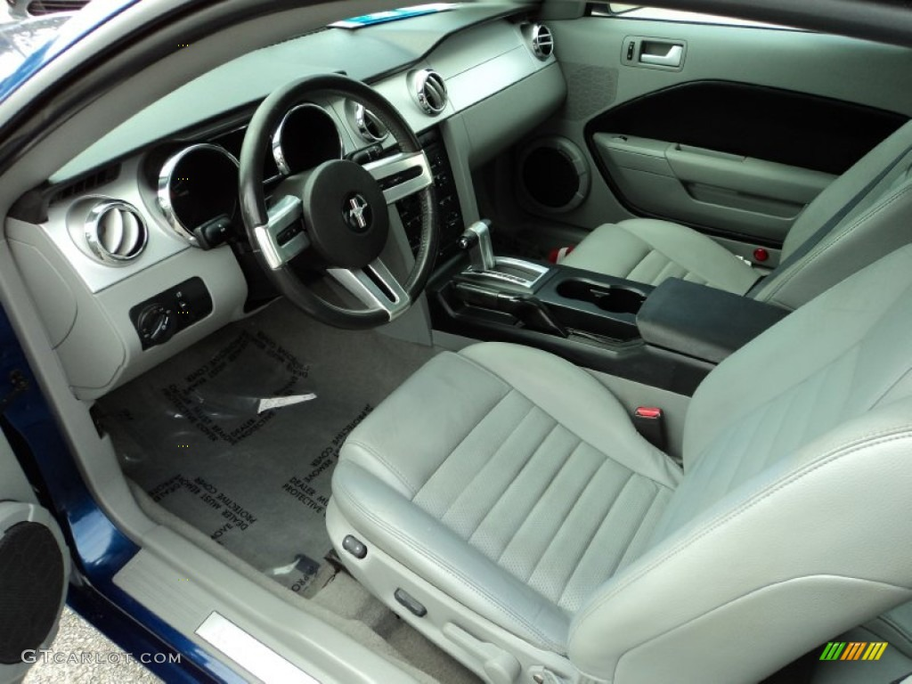 Light Graphite Interior 2006 Ford Mustang GT Premium Coupe Photo #78836275