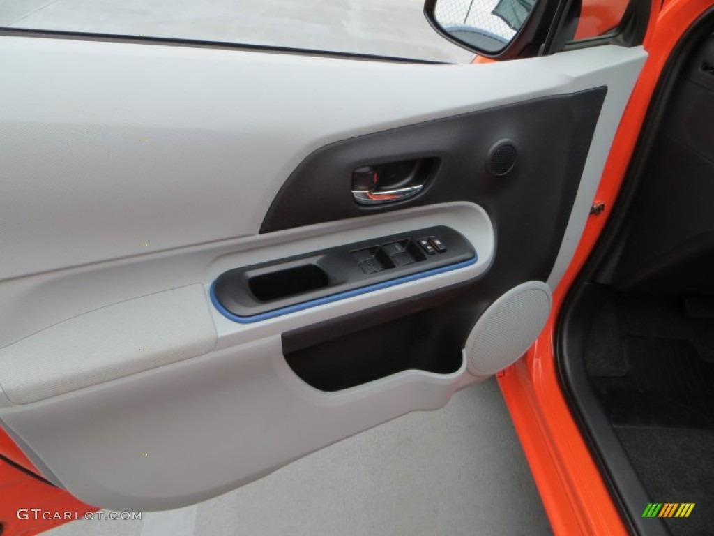 2017 Toyota Prius C Hybrid Two Door Panel Photos