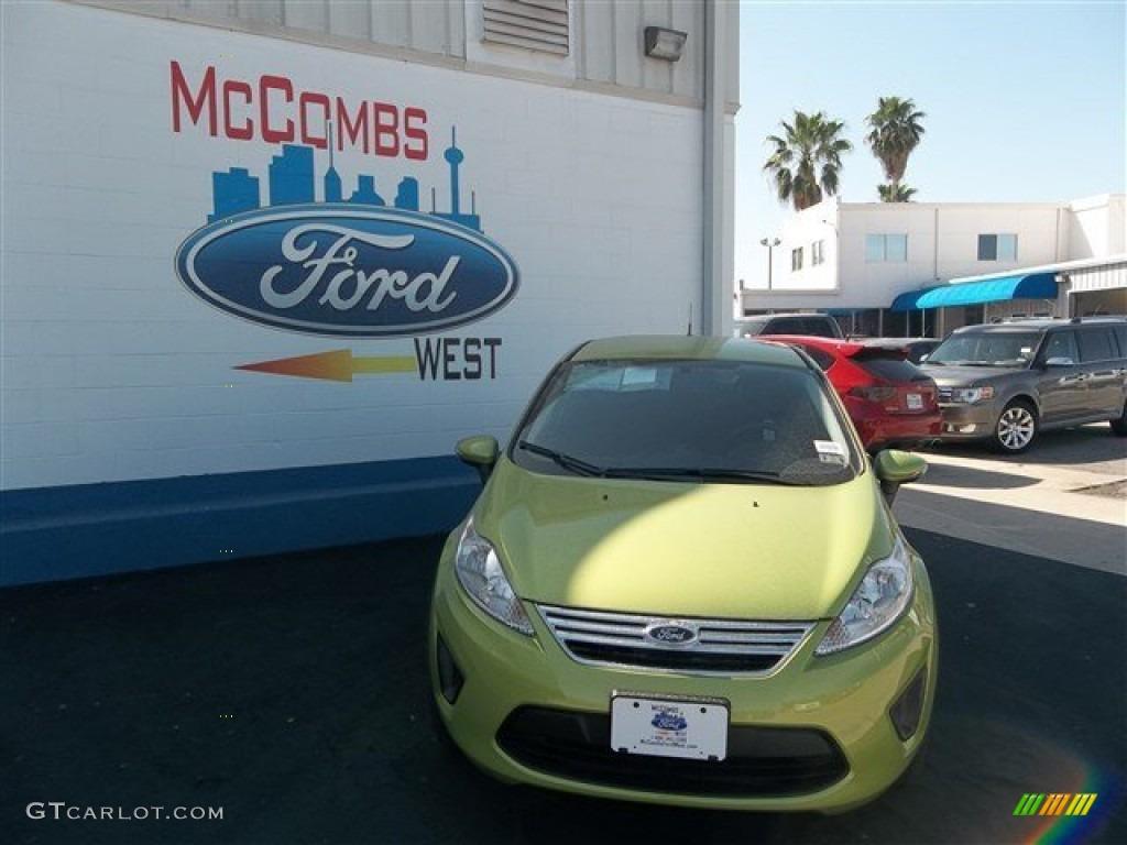 2013 Fiesta SE Sedan - Lime Squeeze / Charcoal Black photo #1