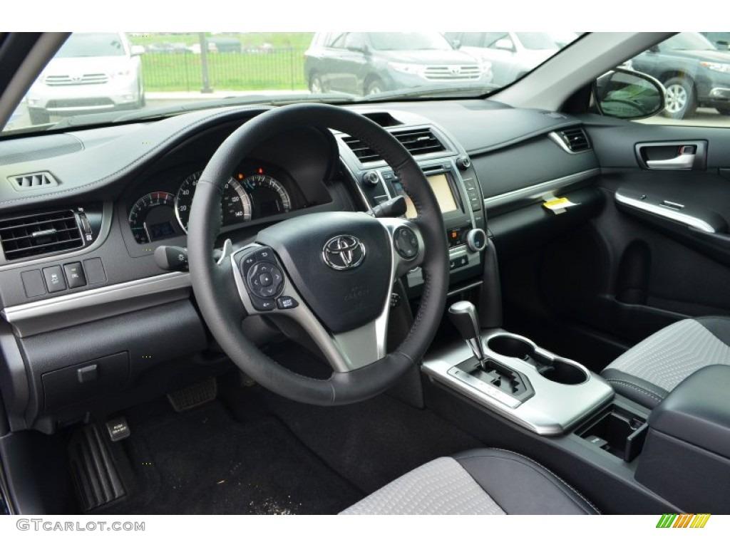 Black/Ash Interior 2013 Toyota Camry SE Photo #79831595 | GTCarLot.com