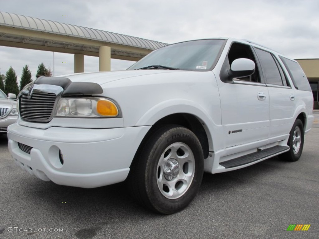 Oxford White 2001 Lincoln Navigator Standard Navigator Model Exterior Photo 79930903